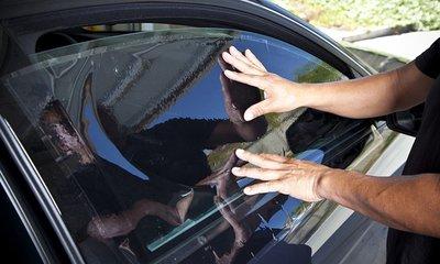 dán phim cách nhiệt đúng chuẩn trên xe ô tô