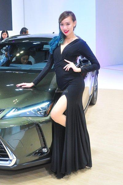 Người đẹp và xe tại triển lãm KLIMS 2018 - 16
