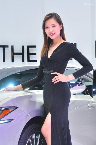 Người đẹp và xe tại triển lãm KLIMS 2018 - 13