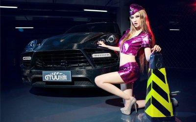 Mỹ nhân khoe body sexy bên siêu xe Porsche Cayenne độ 6.