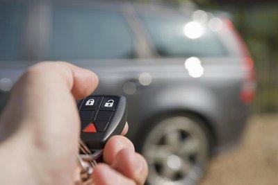 Chỉ điểm 9 mánh khóe trộm ô tô cực tinh vi: thiết bị báo động.