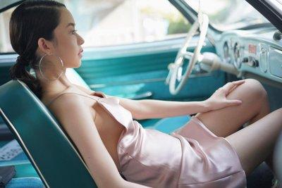 Ngẩn ngơ ngắm chân dài bên xế cổ Volkswagen Karmann Ghia - Ảnh 12.
