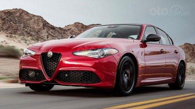 Alfa Romeo Julia màu đỏ