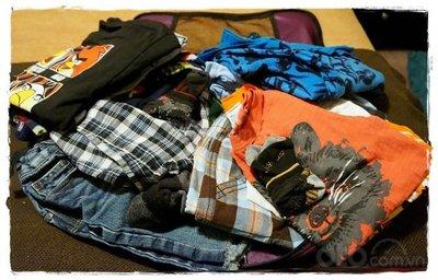 Chăn và quần áo dự phòng trên xe