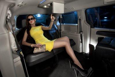 """Bộ ảnh """"nội thất"""" mỹ nữ và siêu xe để tri ân khách hàng của TransTechService4aaa"""
