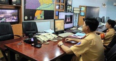 Tổ xử lý phạt nguội PC 67 theo dõi dữ liệu vi phạm truyền từ các camera...