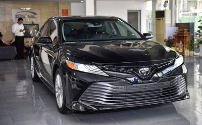 Có 2,5 tỷ đồng không mua Toyota Camry 2019 mà chọn được những xe sang nào? a1