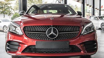 Giá xe Mercedes-Benz C300 AMG 2019 a2