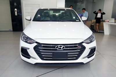 Hyundai Elantra giảm giá khoảng 5 triệu đồng tại các đại lý chính hãng a1