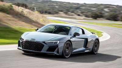 Audi R8 2018 màu trắng đang chạy