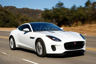 Jaguar F-Type SVR 2019 màu trắng