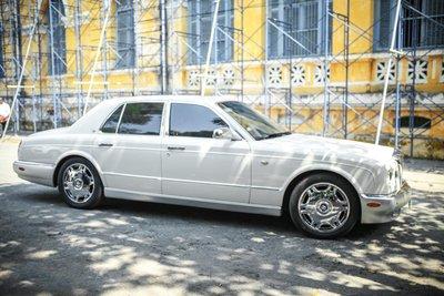 """Bỏ qua hơn 100 xe """"khủng"""", đại gia cafe Trung Nguyên chọn Bentley Arnage đời cũ để """"đi"""" ly hôn"""
