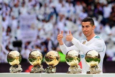 Cristiano Ronaldo bổ sung Rolls-Royce Cullinan vào bộ sưu tập xe hơi khủng a1