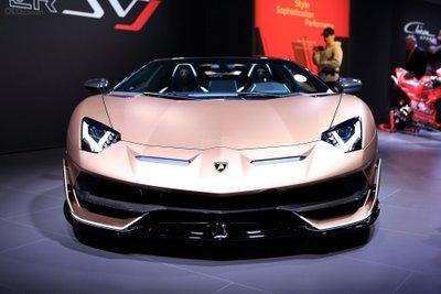Lamborghini Aventador SVJ Roadster đầu xe