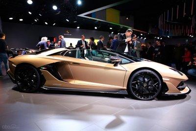 Lamborghini Aventador SVJ Roadster thân xe