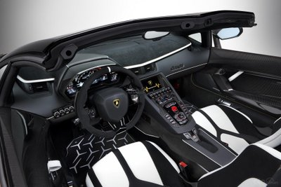 Lamborghini Aventador SVJ Roadster bảng táp-lô