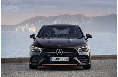 Chính diện đầu xe Mercedes-Benz CLA-Class 2020