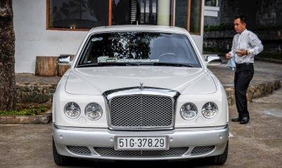 Ông chủ tập đoàn Trung Nguyên đến phiên tòa ly hôn bằng xe sang 6 tỷ đồng - Ảnh 2.