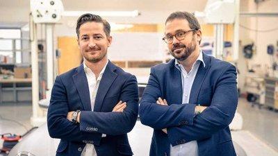 Anton Piëch (phải) - người sáng lập của hãng ô tô mới Piëch Automotive.