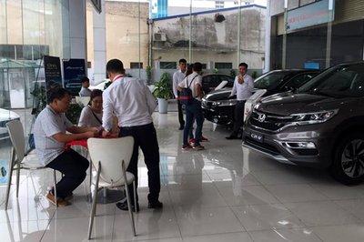 Cẩn thận mất thêm tiền với những chiêu trò của người bán khi mua xe ô tô mới2aa