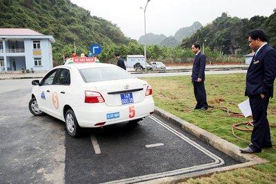 Yêu cầu thắt chặt việc giám sát thi bằng lái xe