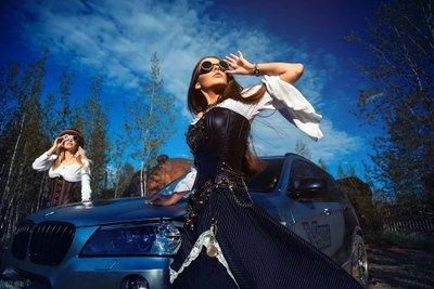 Ngày 8/3 các anh làm gì? Ngắm em xinh bên BMW X3 chứ làm gì!