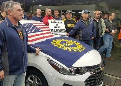 """Chiếc Chevrolet Cruze cuối cùng được """"ra lò"""" tại Mỹ, nhà máy GM đóng cửa2aa"""