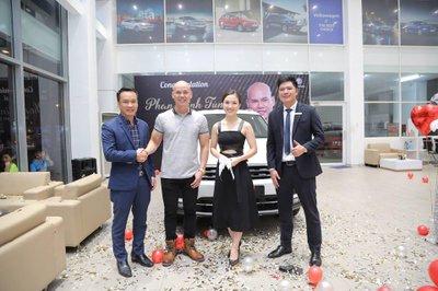 Phan Đinh Tùng là người nổi tiếng tậu Volkswagen Tiguan Allspace 2019
