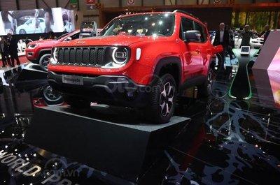 Jeep Renegade plug-in hybrid 2019 đầu xe