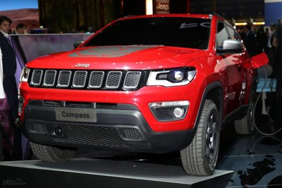 Jeep Compass plug-in hybrid 2019 đầu xe