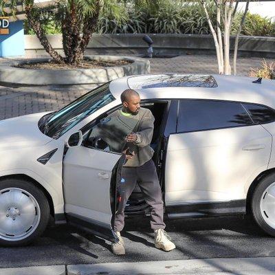 Lamborghini Urus trang bị động cơ xăng V8