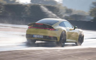 Porsche 911 thế hệ mới có thêm chế độ lái xe trên đường trượt nước3aa