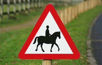 """(FUN) Ngoài ý nghĩa giao thông, những biển báo này còn được hiểu với những ý nghĩa """"khó đỡ""""8aa"""