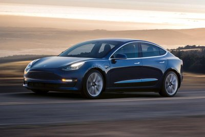 Tesla Model 3 thân xe