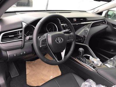 Toyota Camry 2019 về tới đại lý, giá cao hơn đời cũ a4