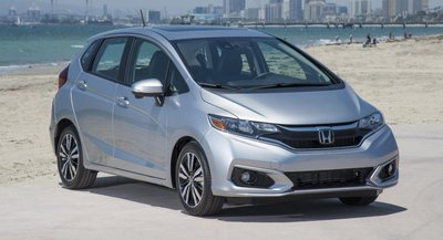 Honda Fit màu ghi bạc