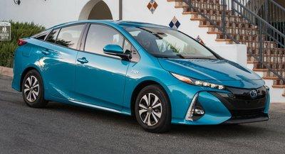 Toyota Prius Prime màu xanh