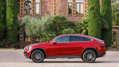 Mercedes-Benz GLC 2020 Coupe cũng thay đổi thiết kế tương tự bản tiêu chuẩn
