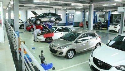Xe được tiến hành các công việc trong xưởng dịch vụ...