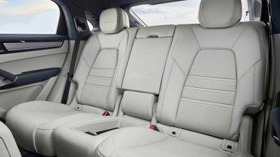 Ghế ngồi sau trên Porsche Cayenne 2020 Coupe.