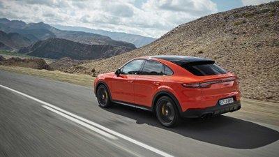 Porsche Cayenne 2020 Coupe có 2 cánh gió.