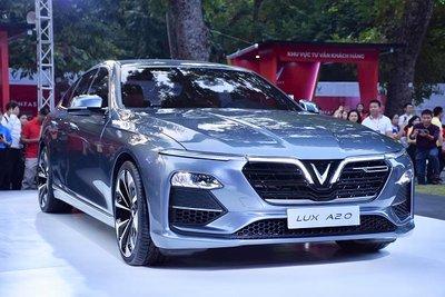 Vay mua xe VinFast LUX A2.0 trả góp trong năm 2019 a1