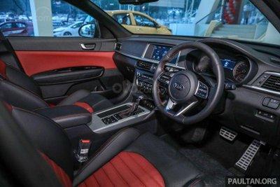 Kia Optima EX 2019 vẫn mang phong cách không kém gì GT