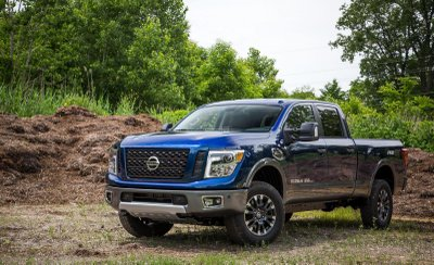bán tải Nissan Titan XD màu xanh