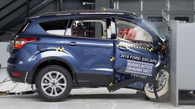 Ford Escape thử nghiệm va chạm