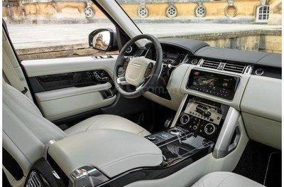 Nội thất hiện đại trên Land Rover Range Rover.