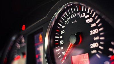 Xe Châu Âu sẽ bắt buộc lắp đặt giới hạn tốc độ từ năm 2022.