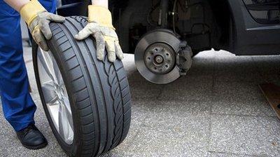 Đảo vị trí các lốp để bề mặt lốp xe mòn đều...
