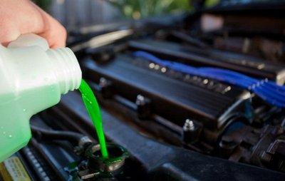 Thay nước làm mát động cơ ô tô...