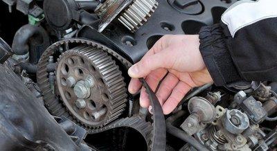 Thay thế dây cu roa trên động cơ ô tô...